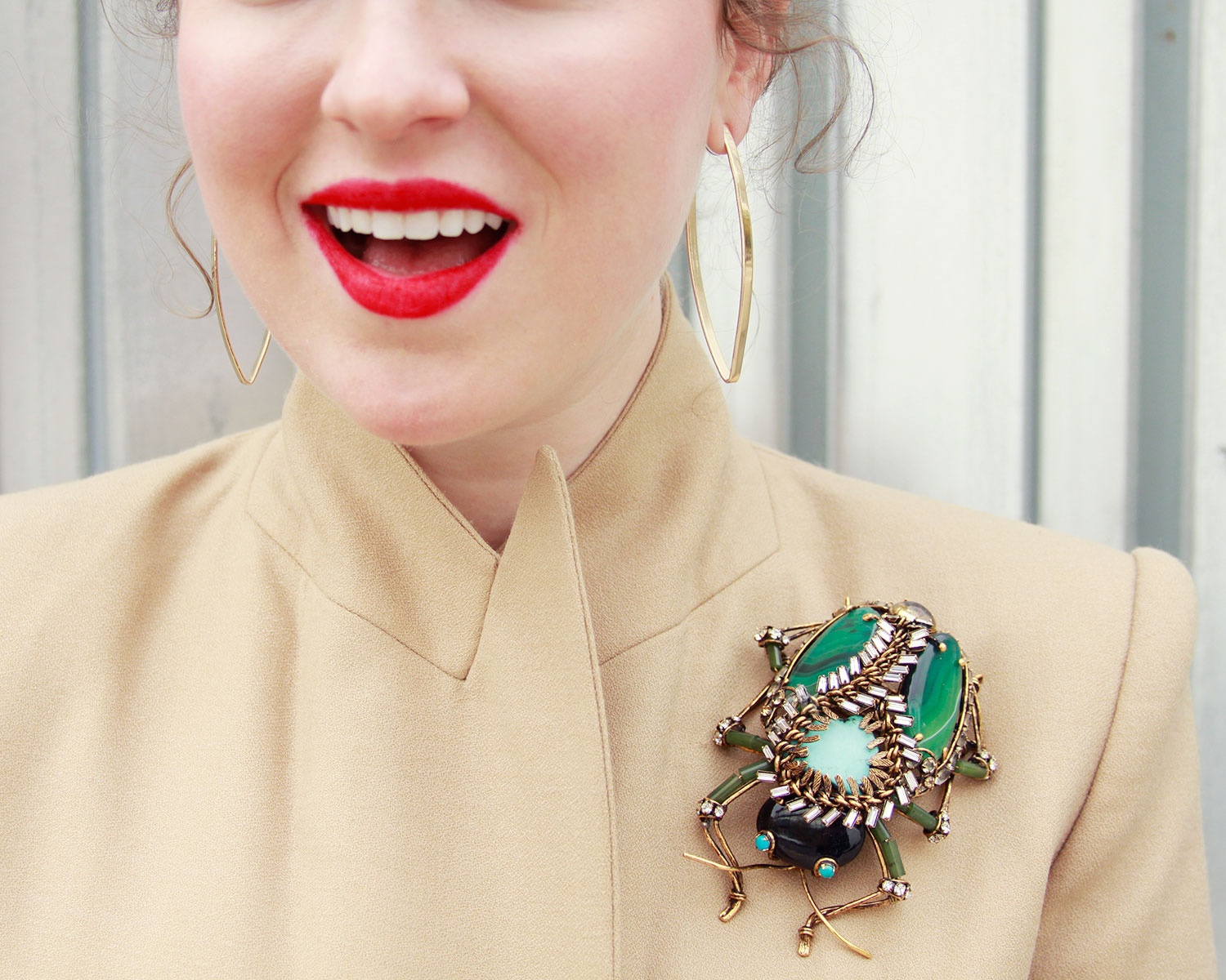3cecff4b57f5f HOW TO WEAR A BROOCH IN DIFFERENT AND MODERN WAYS