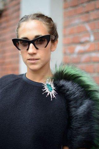 neck line brooch style