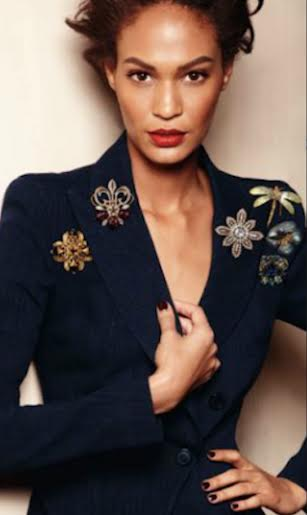 HOW TO WEAR A BROOCH IN DIFFERENT AND MODERN WAYS